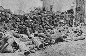 Stocks de paniers de munitions de l'armée impériale Russe, 1ère guerre mondiale, en attente de traitement.