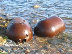 Mines échouées sur une plage